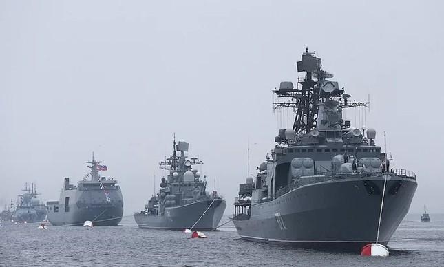 Tàu hộ vệ Việt Nam trong lần đầu duyệt binh hải quân tại Nga ảnh 6