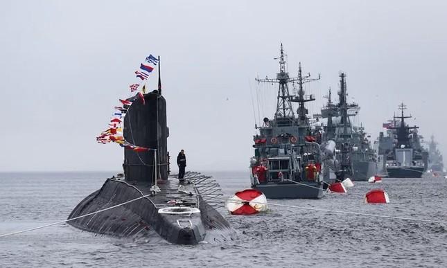 Tàu hộ vệ Việt Nam trong lần đầu duyệt binh hải quân tại Nga ảnh 8