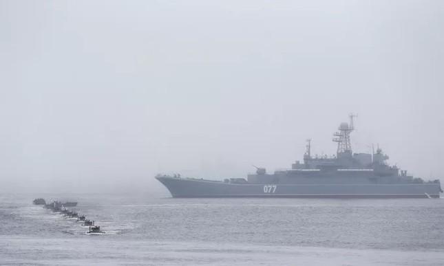 Tàu hộ vệ Việt Nam trong lần đầu duyệt binh hải quân tại Nga ảnh 10