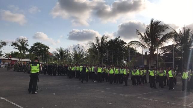 Cổ động viên Việt Nam tiếp lửa cho thầy trò Park Hang Seo ở Indonesia ảnh 8