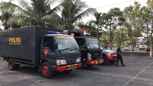 Cổ động viên Việt Nam tiếp lửa cho thầy trò Park Hang Seo ở Indonesia ảnh 10