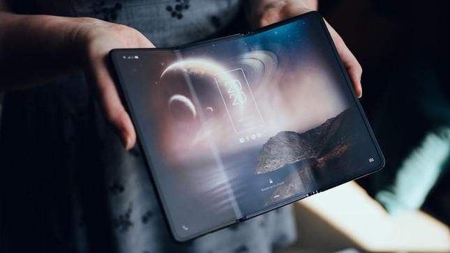 Khám phá smartphone màn hình gập làm 3 dị nhất hiện nay ảnh 1