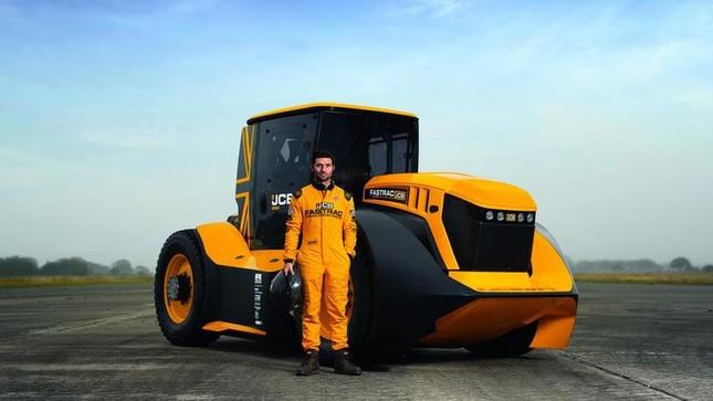 Máy kéo chạy nhanh nhất thế giới, tốc độ hơn 200 km/h ảnh 1