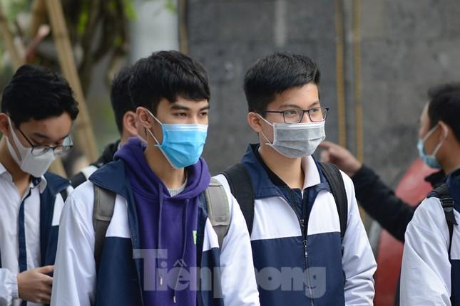 Học sinh Thủ đô đeo khẩu trang kín mít đến trường ảnh 5