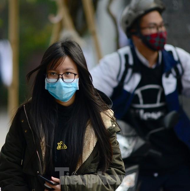 Học sinh Thủ đô đeo khẩu trang kín mít đến trường ảnh 4