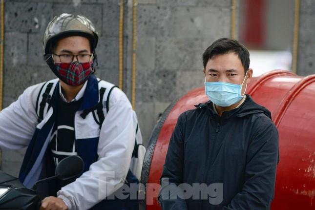 Học sinh Thủ đô đeo khẩu trang kín mít đến trường ảnh 6