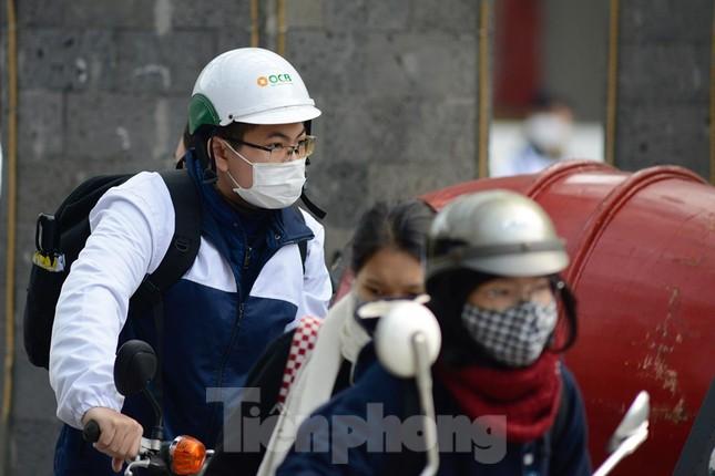 Học sinh Thủ đô đeo khẩu trang kín mít đến trường ảnh 3