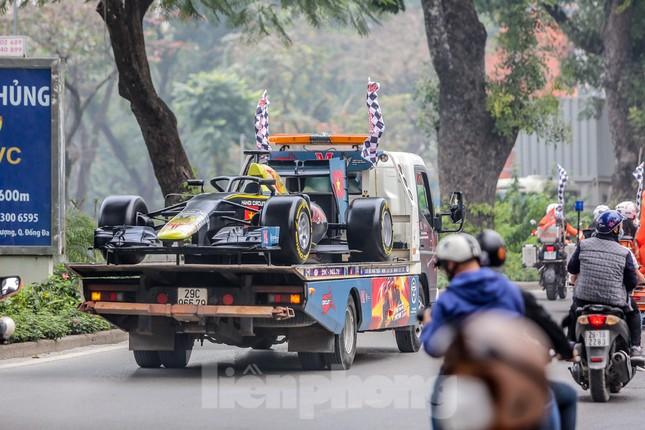 Bắt gặp xe đua F1 diễu hành trên đường phố Thủ đô ảnh 5