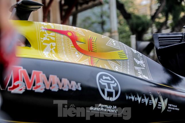 Bắt gặp xe đua F1 diễu hành trên đường phố Thủ đô ảnh 7