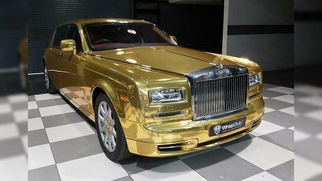 Rolls-Royce Phantom 'vàng óng' thành xe taxi ở Ấn Độ ảnh 2