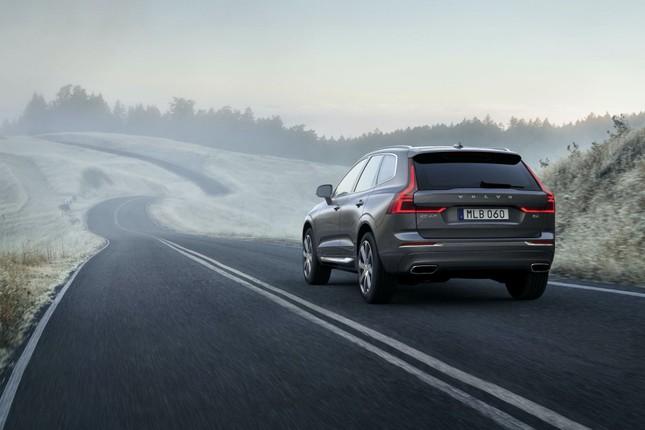 Tốc độ của tất cả các xe Volvo bị giới hạn dưới 180 km/h ảnh 1