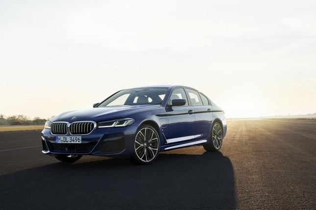 BMW Series 5 2021 xuất hiện chính thức với nhiều nâng cấp nhỏ ảnh 1