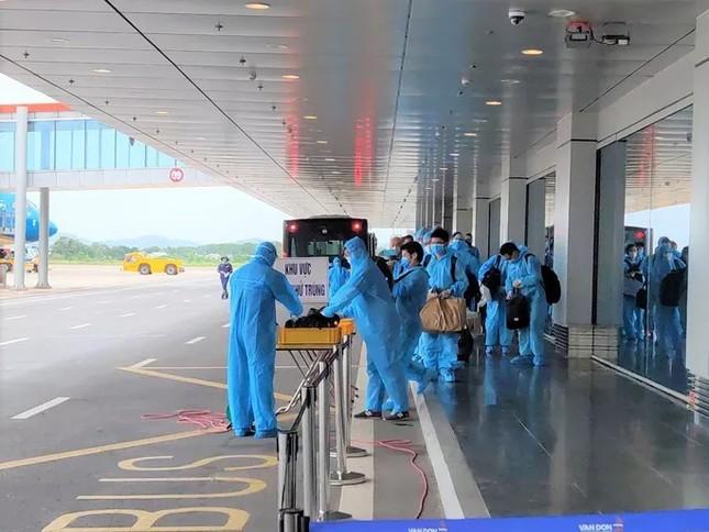Sân bay Vân Đồn đón chuyến bay đầu tiên chở 150 chuyên gia từ Nhật Bản ảnh 2