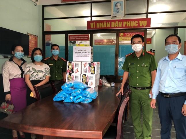 Cán bộ, nhân viên Vietbank chung tay phòng chống COVID-19 tại các tỉnh miền Trung ảnh 2