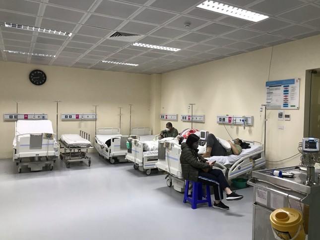 Đêm giao thừa đặc biệt ở bệnh viện E ảnh 3