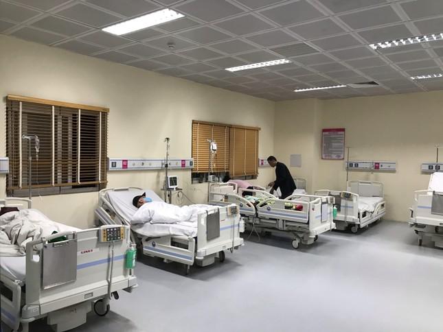 Đêm giao thừa đặc biệt ở bệnh viện E ảnh 4