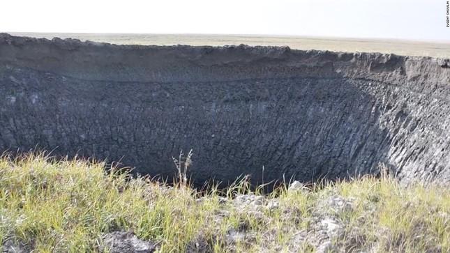Giải mã bí ẩn những hố trũng khổng lồ ở Siberia ảnh 1
