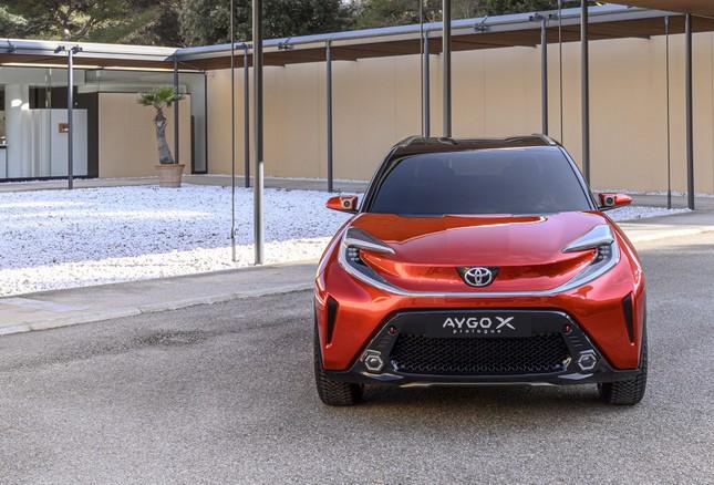 SUV mới của Toyota lộ diện với thiết kế lạ lẫm ảnh 2