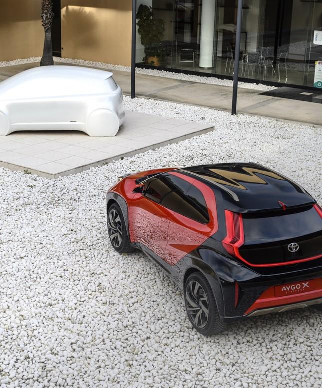 SUV mới của Toyota lộ diện với thiết kế lạ lẫm ảnh 4