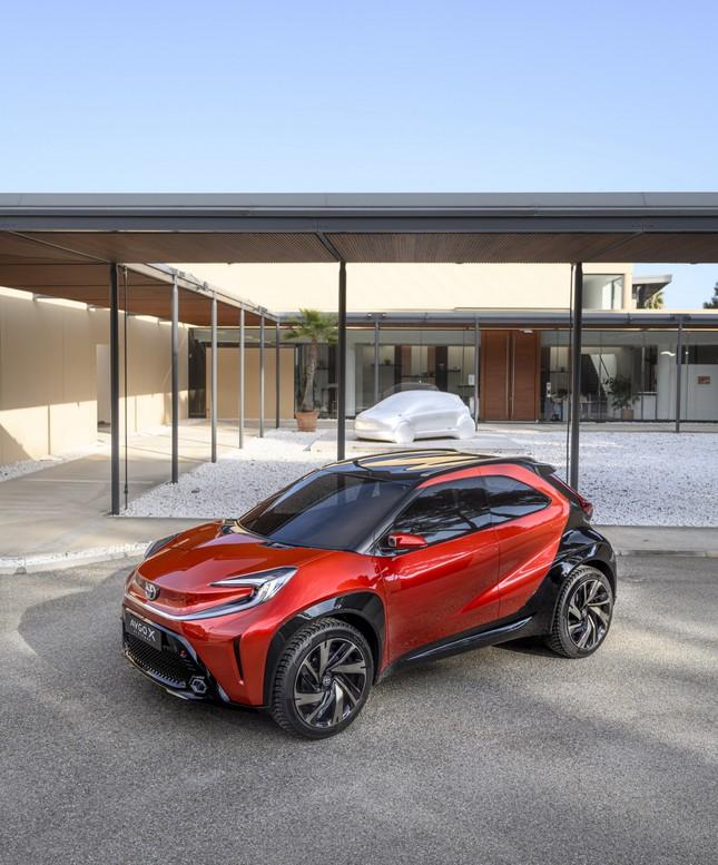 SUV mới của Toyota lộ diện với thiết kế lạ lẫm ảnh 3