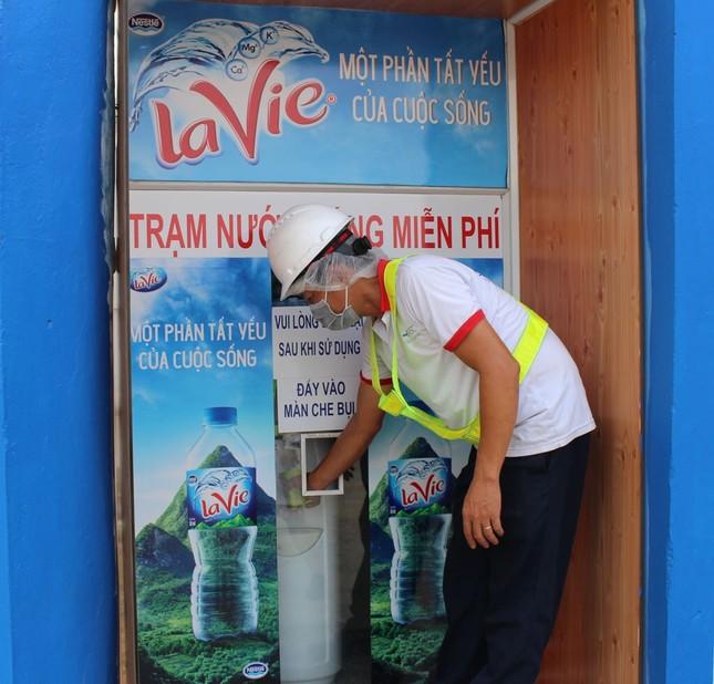 Nước sạch đến cộng đồng và mục tiêu hoàn trả 100% nước dùng trong sản xuất của La Vie ảnh 2