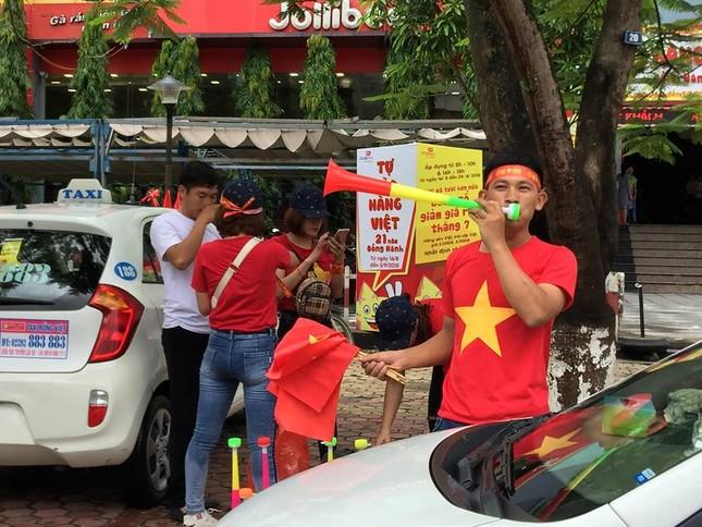Quê nhà trung vệ Tiến Dũng rực cờ đỏ trước bán kết Việt Nam - Hàn Quốc ảnh 5
