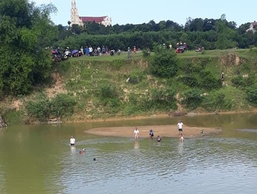 Hai cha con đuối nước tử vong khi đi cào hến trên sông ảnh 1