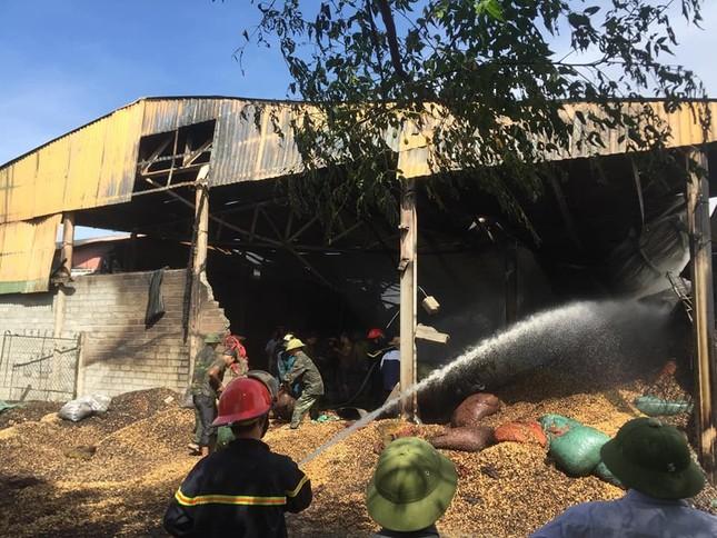 Cháy xưởng lạc lúc rạng sáng, thiệt hại gần 10 tỷ đồng ảnh 2