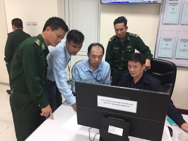 Chìm tàu ở Hà Tĩnh: Nỗ lực tìm kiếm 10 nạn nhân mất tích ảnh 4