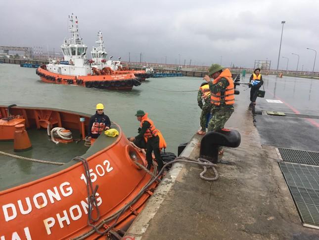 Đã cứu được 12 người vụ tàu chìm trên vùng biển Hà Tĩnh ảnh 2