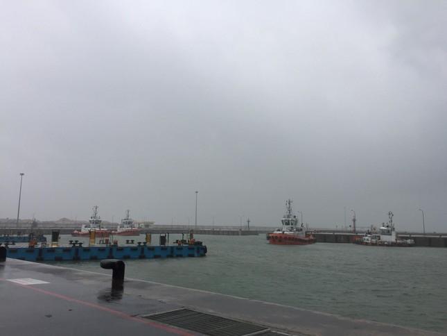 Chìm tàu ở Hà Tĩnh: Nỗ lực tìm kiếm 10 nạn nhân mất tích ảnh 1