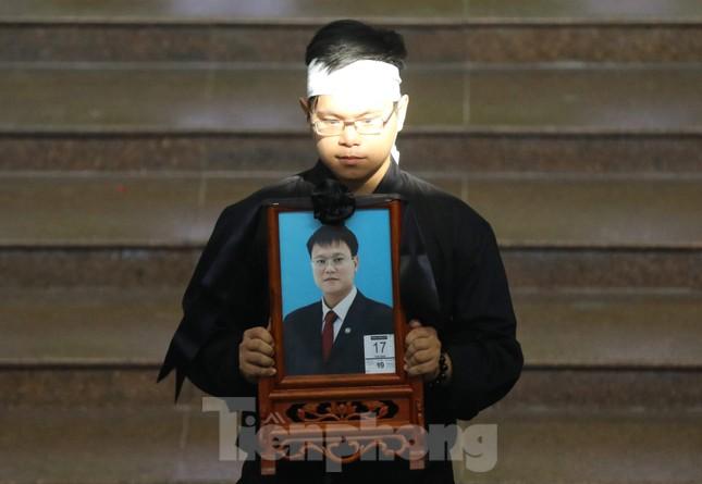 Lời nhắn nhủ đẫm nước mắt của anh trai Thứ trưởng giáo dục Lê Hải An ảnh 2