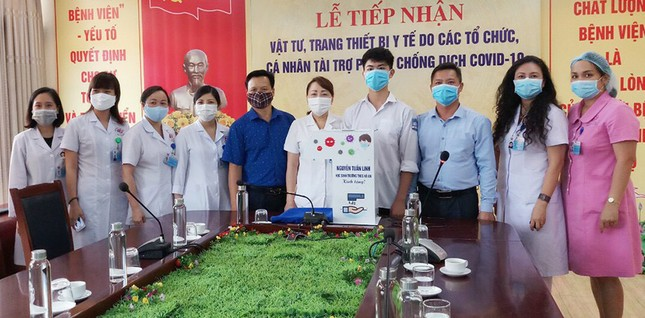 Học sinh chế máy rửa tay tự động tặng cơ sở y tế ảnh 1