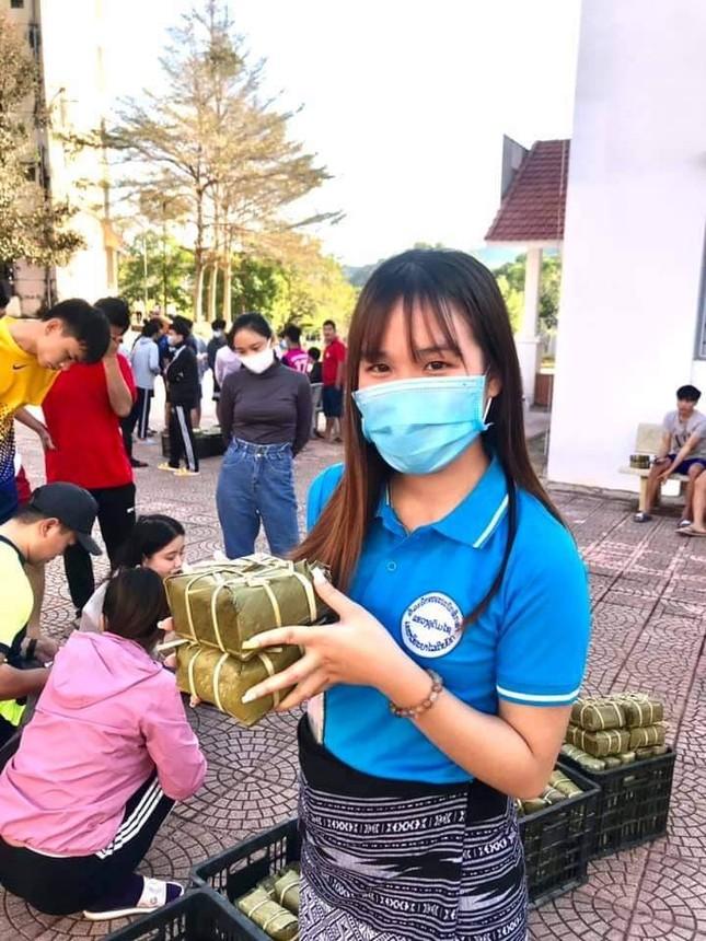 Lưu học sinh quốc tế háo hức ăn tết tại Việt Nam ảnh 3