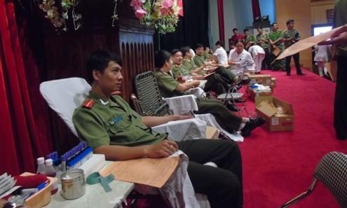 Tuổi trẻ công an tham gia hiến máu nhân đạo ảnh 4