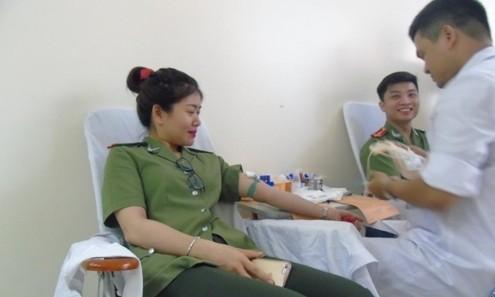 Tuổi trẻ công an tham gia hiến máu nhân đạo ảnh 5