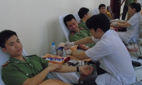 Tuổi trẻ công an tham gia hiến máu nhân đạo ảnh 7