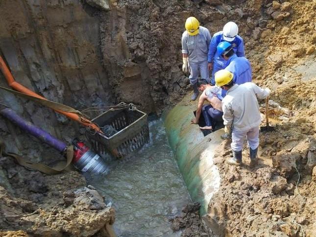 Truy tố nhóm cán bộ gây vỡ đường ống nước sông Đà 18 lần ảnh 1