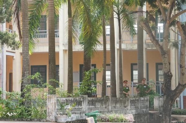 Cận cảnh an ninh trong, ngoài phòng thi THPT Quốc gia tại Hòa Bình ảnh 8