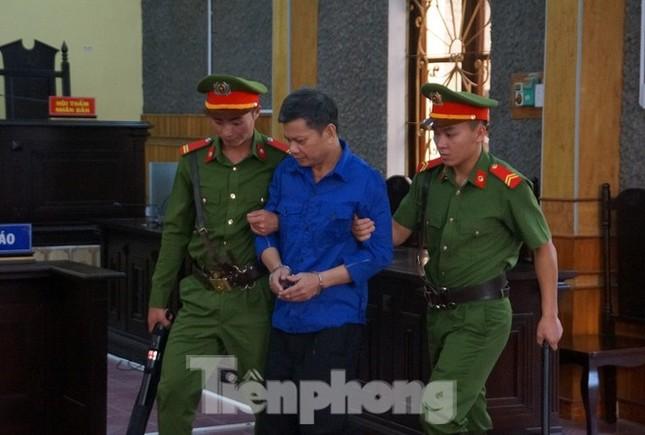 Gian lận thi Sơn La: Khởi tố vụ đưa - nhận hối lộ, bắt giam cựu PGĐ Sở ảnh 2