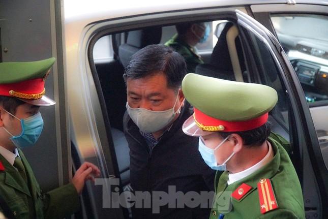 Sáng nay, ông Đinh La Thăng, Trịnh Xuân Thanh tiếp tục ra tòa trong vụ Ethanol Phú Thọ ảnh 3