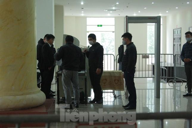 Sáng nay, ông Đinh La Thăng, Trịnh Xuân Thanh tiếp tục ra tòa trong vụ Ethanol Phú Thọ ảnh 4