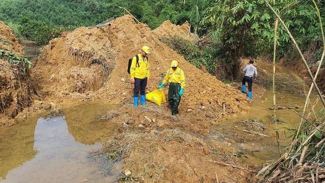 Chuyên gia xuyên đêm xử lý ô nhiễm đầu nguồn nước sông Đà ảnh 2