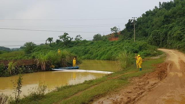 Chuyên gia xuyên đêm xử lý ô nhiễm đầu nguồn nước sông Đà ảnh 1