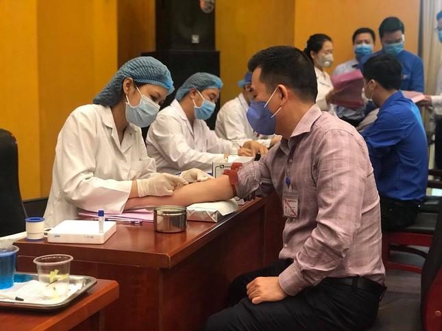 Bộ Trưởng Trần Hồng Hà hiến máu giữa mùa dịch COVID-19 ảnh 1