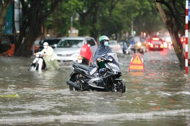 Bão đổ bộ chiều nay, mưa lớn khắp Bắc Bộ, Bắc Trung Bộ ảnh 1