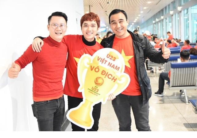 Sao Việt tập nập lên đường đi Thường Châu để ủng hộ U23 Việt Nam ảnh 1