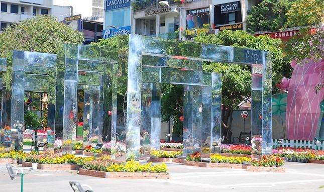 Ngắm đường hoa Nguyễn Huệ trước giờ khai mạc ảnh 3