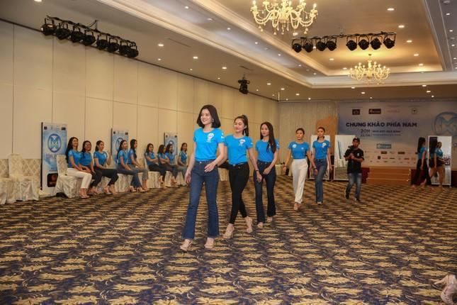 Thí sinh Miss World Việt Nam hội tụ khoe sắc, tạo dáng tập catwalk ảnh 2