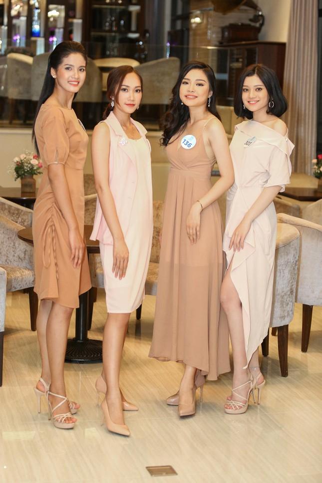 Thí sinh Miss World Việt Nam hội tụ khoe sắc, tạo dáng tập catwalk ảnh 8